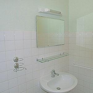 Lou Filadour - Location appartement de vacances à Jausiers - Appartement Le Marinet - Salle de bain