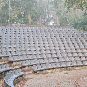 Neue Sitze auf der Bühne Bierer Berg