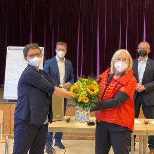 Adelheid Seifert (Vorsitzende Frauen Union Kreis  Fürth Land) und Barbara Regitz (Bezirksvorsitzende N/Fü/Sc) vorne, Matthias Dießl (Kreisvorsitzender der CSU) und Tobias Winkler (Bundestagskandidat der CSU)