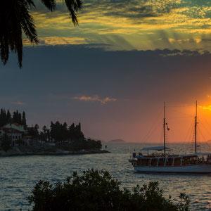 Sonne und Schiff