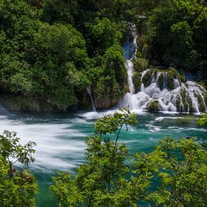 Türkise Wasserfälle