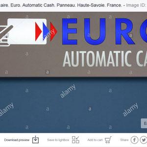 Finances. Retrait bancaire. Automatic cash.