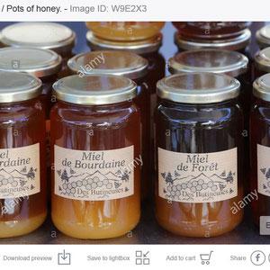 Ventes de pots de miel.