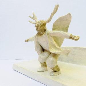 Geflügelter Hirschherr, Papiermaché, 17 cm hoch, 29 cm lang, 17,5 cm tief (Heike Roesner/2018)