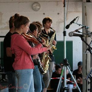 Violon et ligne de cuivres. Big Band Jazz du Collège Eléonore de Provence, Monségur, promotion 2011. Festival JAZZ360, Cénac. 01/06/2011