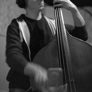 Julien Daude, contrebasse; Thomas Mayera Trio, Studio Berduquet, Cénac, 21 & 22/12/2014. Reproduction interdite - Tous droits réservés © Christian Coulais