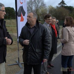 """Pierre Gachet, Maire de Créon, Jean-Philippe Guillemot, Maire de Camblanes-et-Meynac. Inauguration de la RD 14 entre Camblanes-et-Meynac et Créon, """"la Verrerie"""", le 13 mars 2015, Créon"""