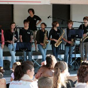 Violon, clarinettes, saxophones. Big Band Jazz du Collège Eléonore de Provence, Monségur, promotion 2011. Festival JAZZ360 2011, Cénac. 01/06/2011