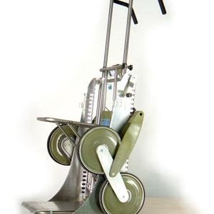""""""" UNIVAR """" carrello saliscale  universale , allestito con la pedana pivottante estraibile e la mensola ripiegabile"""
