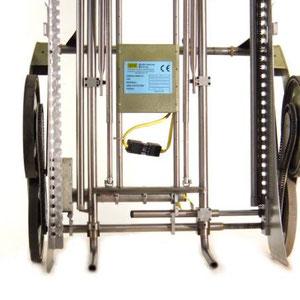 """"""" UNIVAR """" completamente allargato a 700 mm di utile , notare le forche utilizzabili per caricare direttamente oppure per innestarvi iìla pedana di carico"""