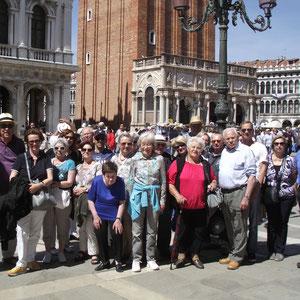 Unter stahlblauem Himmel erkunden wir die Lagunenstadt Venedig