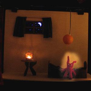 """Castelet """"Cousette à Conter"""" : La chambre, la nuit"""