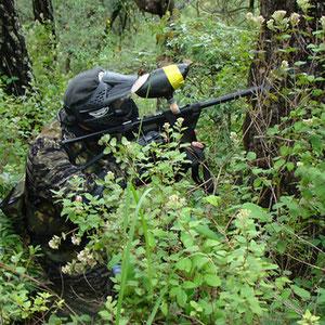 Guerrero en medio bosque
