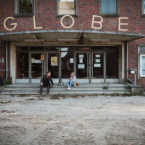 """Interview mit Jo Schmitt vor dem """"Globe"""""""