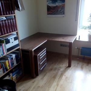 Schreibtisch aus Multiplex mit amerikanischem Nußbaum