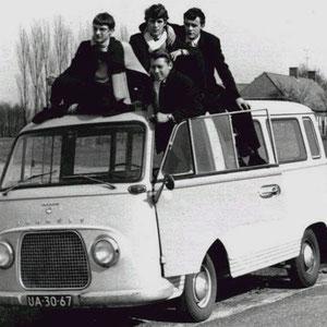 THE RICHARDS Er werd ook wel eens gebruik gemaakt van een ander merk busje, meestal een Ford Transit