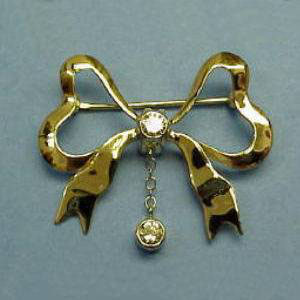 PB 3 - 14K yellow gold brooch with diamonds.