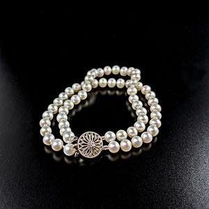 BR 14 - double strand pearl bracelet.