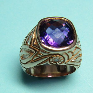 CS 7 - 14K yellow gold ring with antique checkerboard cut amethyst and diamonds