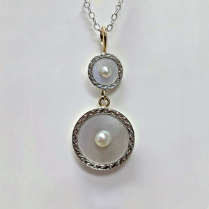 P 104 - Platinum and 14K yellow gold pendant with mother of pearl and pearls.