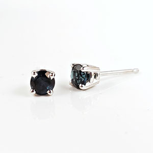 E 88 - 14K white gold stud earrings with blue tourmaline.