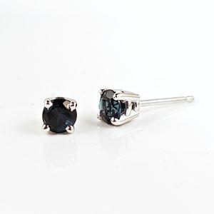 E 88 - 14K white gold stud earrings with blue tourmaline.