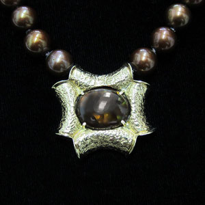 P 8 - 18K yellow gold pendant mexican fire agate, hanging from chocolate pearls.