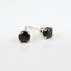 E 91 - 14K white gold stud earrings with green tourmaline.