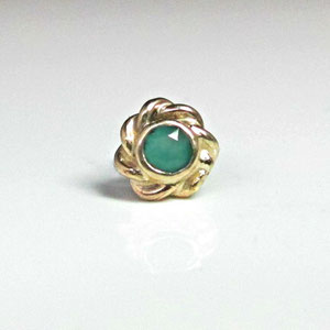 G 8 - 14k yellow gold fabricated tie tac featuring a bezel set green onyx.