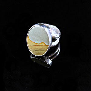 G 26 - Gents ring with picture jasper.