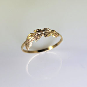 B 40 - 14K yellow 'feather' ring with hammered finish.