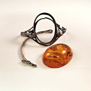 B 10 - Before - Sterling silver bracelet with amber stone - falling apart