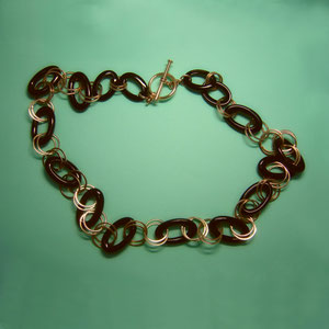 BR 5 - 14K yellow gold  and onyx link bracelet.