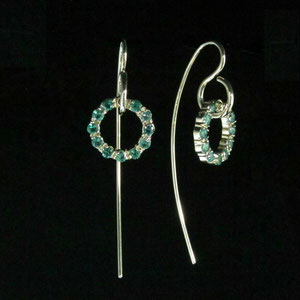 E 29 - 14k fabricated yellow gold earwires featuring a split prong emerald wreath.