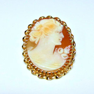 PB 16 - Hand carved cameo set in 14K yellow gold pin.