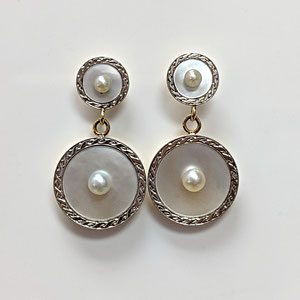 E 105 - Platinum and 14K yellow gold  earrings with mother of pearl and pearls