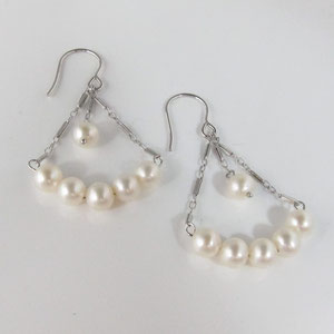 E 39 - 14k white gold and pearls deco inspired dangle earrings.