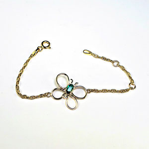 BR 19 - 14K yellow gold 'butterfly' bracelet with oval emerald.  Chain has length adjusters.