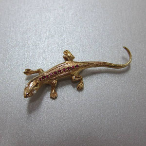 PB 2 - 14K yellow gold lizard pin with diamonds and rubies.