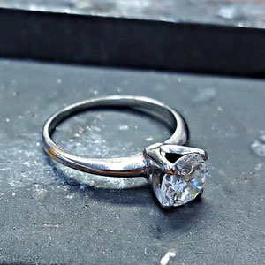 B 19 - Before - a worn out engagement ring.