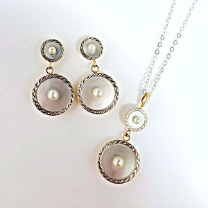JS 17 - Platinum and 14K yellow gold pendant and earrings with mother of pearl and pearls.