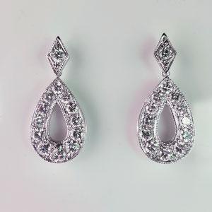 E 96 - 14K white gold earrings with diamonds.