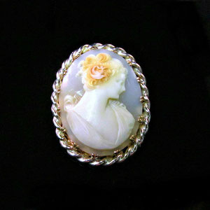 PB 17  - 14K yellow cameo pin with sterling silver twist wire border.