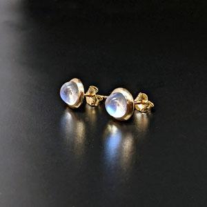 E111 - 14K yellow gold earrings with bezel set moonstone cabochons.
