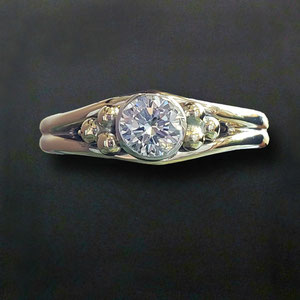 DF 41 - 14K two toned ring with bezel set diamond and decorative balls.
