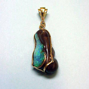 P 22 - 14K yellow gold pendant with boulder opal.