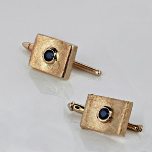 G 16 - 14K yellow gold cuff links with bezel set sapphires.