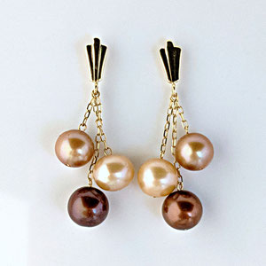 E 103 - 14K yellow gold earrings with multi colored mocha pearls.