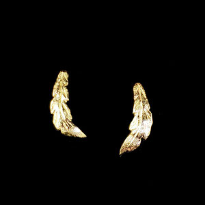 E 118 - 14K yellow gold 'feather' earrings with posts and nuts.