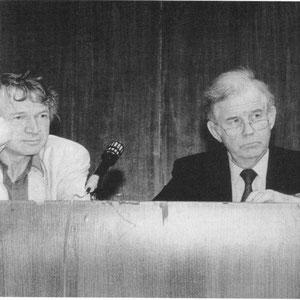 Prof. Rudolf Bahro und Prof. Kurt Biedenkopf 1992 beim Gespräch nach einer Sozialökologie-Vorlesung im Audimax der HU Berlin